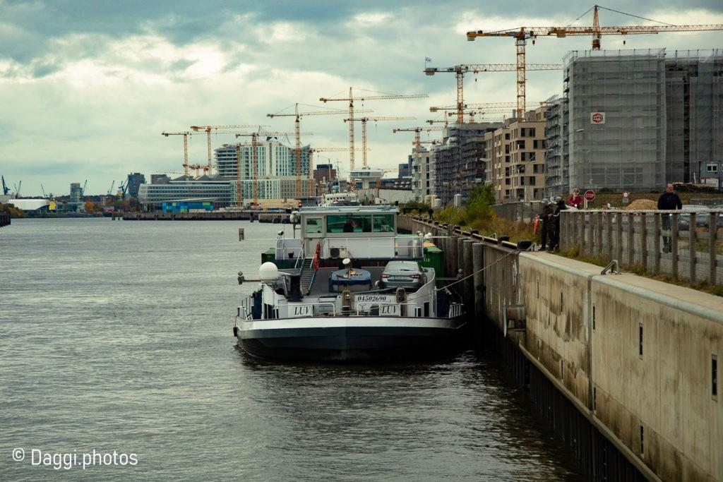 Schiff in Hamburg